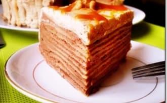 Gâteau de crêpes chocolat chantilly caramel