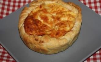 Tartelette au boeuf haché, compotée d'oignons et parmesan