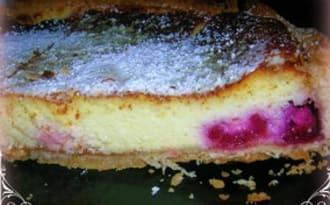 TARTE A LA BROUSSE ET FRAMBOISES SUR LIT D'ABRICOT ACIDULEE
