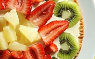 Tarte fine à l'ananas, au kiwi et aux fraises