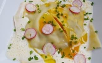 Ravioles de champignons, jaune mollet et émulsion d'ail