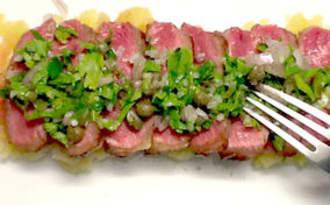 Entrecôte rassise sur l'os au jus de couteau, écrasée de pomme de terre à l'huile d'olive