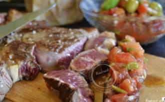 Plancha d'entrecôte de bœuf et salsa de tomates