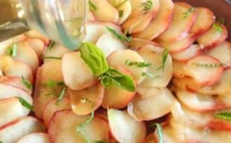 Carpaccio de pêches plates au sirop de basilic et huile d'olive Papillon