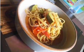 Noodle et légumes au sukiyaki