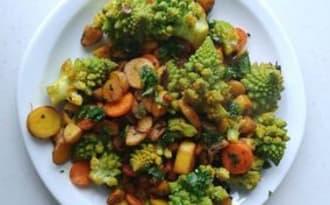Poêlée de légumes du marché au curcuma et à la coriandre