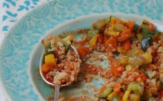 Quinoa aux légumes, sauce orange et paprika