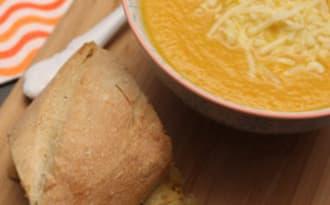 Velouté potiron carotte et son pain à l'ail
