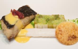 Turbot au jambon cru et poireaux en verdure