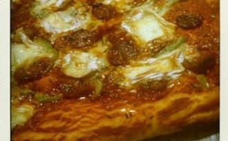 Pizza au chorizo, camembert et poivron
