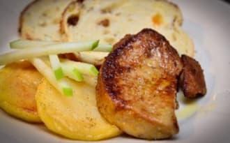 Foie gras poêlé, pommes fondantes et granny en battonets