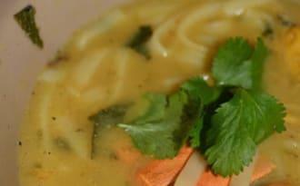 Soupe aux cuisses de grenouilles et cigales de mer