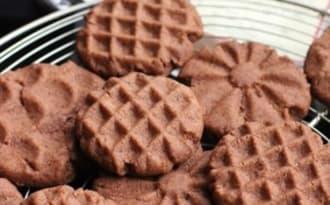 Biscuits aux graines d'acacia grillées et au cacao
