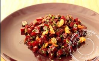 Salade de betteraves aux noix et au vinaigre balsamique