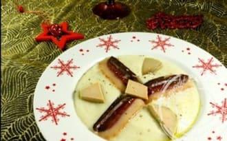 Velouté de topinambours, foie gras et magret de canard fumé