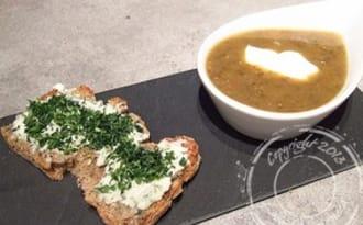 Soupe rustique de lentilles du Puy et ses tartines de Roquefort