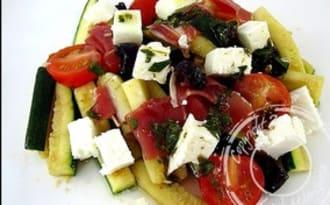 Courgettes à la feta et jambon cru en salade
