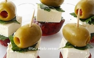 Brochettes apéritives chorizo, fromage et olives verts