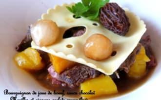"""Bourguignon de joue de boeuf, lasagnes """"gruyère"""", morilles et chocolat"""