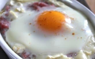 Oeuf cocotte au poireaux, bacon et chèvre light