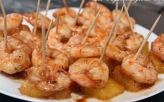 Brochettes épicées aux crevettes et à l'ananas