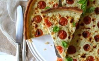 Tarte à la tomate cerise, ricotta, basilic et noix de coco