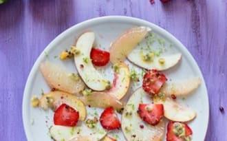 Carpaccio de fruits d'été au poivre rose