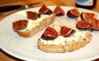 Tartines chèvre, figue et miel