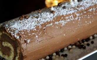Bûche de Noël au chocolat : le biscuit roulé