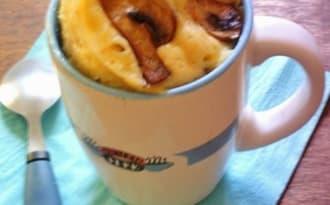 Mug cake salé façon quiche lorraine aux lardons et champignons