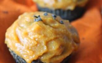Cupcakes au sésame noir, glacage à la courge
