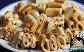 Brochettes de crêpes garnies de tarama au saumon