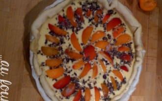 Tarte aux abricots et violettes cristallisées