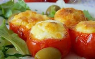 Nids de tomates farcies aux oeufs