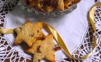 Etoiles au thé, cannelle et raisins