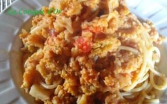 Spaghettis au chou-fleur et sauce tomate