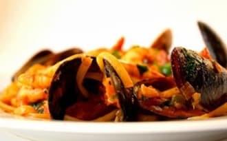 Pâtes spaghetti aux moules et au chorizo, épices