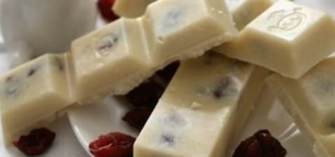 Chocolat blanc à la noix de coco et canneberges
