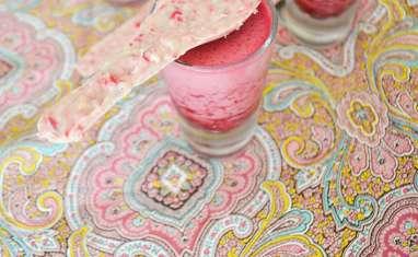 Verrines girly aux framboises et cuillères aux pralines roses