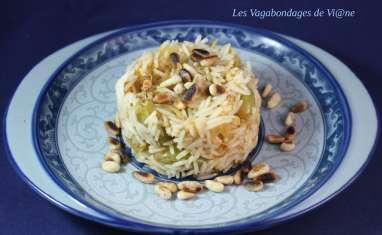 Riz aux oignons confits, raisins et pignons