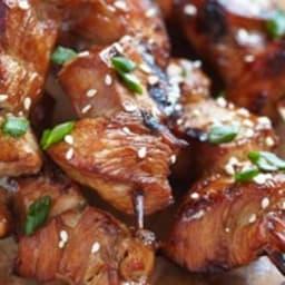 Brochettes de bœuf aux épices, avec leur salade de boulgour aux herbes