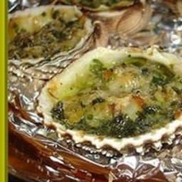 Coques au beurre d'escargot gratinées au parmesan