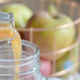 Jus vitaminé d'automne pomme, poire, gingembre