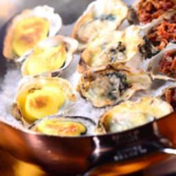 Huîtres gratinées au fromage bleu, crème et ciboulette