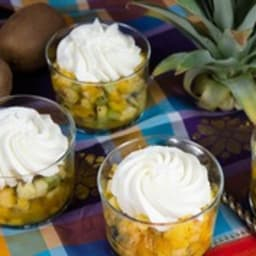Salade de fruits exotiques, gelée passion et chantilly gingembre