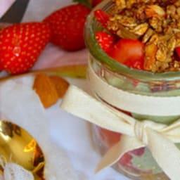 Trifle aux fraises, rhubarbe, moringa et granola quinoa rhubarbe
