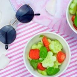 Salade de concombre aux fraises