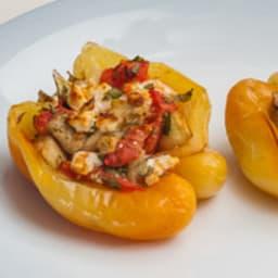 Poivrons farcis à l'aubergine, tomate et feta