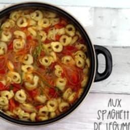 Soupe de tortellini aux spaghetti de légumes