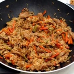 Wok de porc, riz, carottes, brocolis et sauce soja